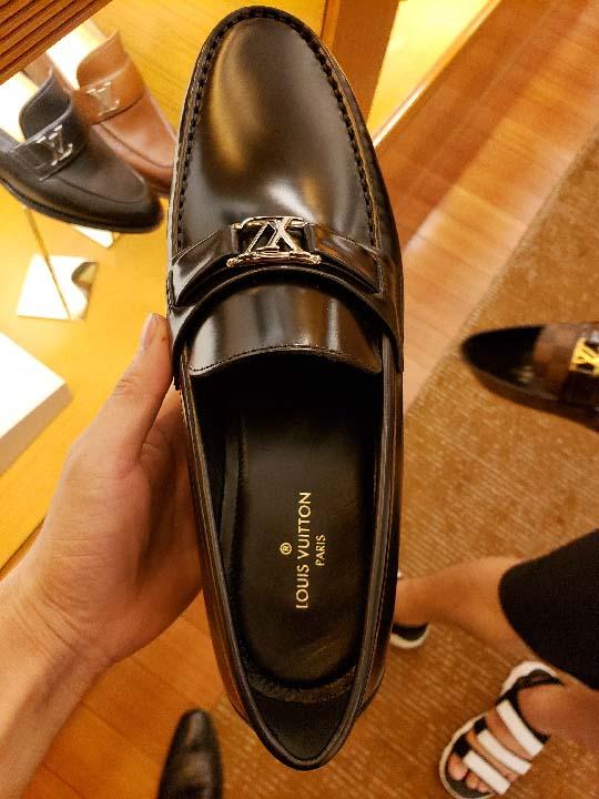 Giày LV tại Tràng Tiền Plaza
