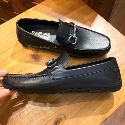 Các chi tiết trên giày dược làm hoàn chỉnh và tinh xảo
