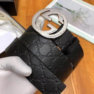 Các chi tiết trên thắt lưng đươc làm hoàn chỉnh và khéo léo