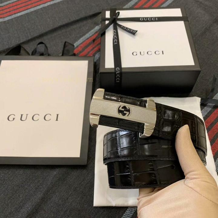Các chi tiết trên thắt lưng nam Gucci được làm hoàn chỉnh và khéo léo