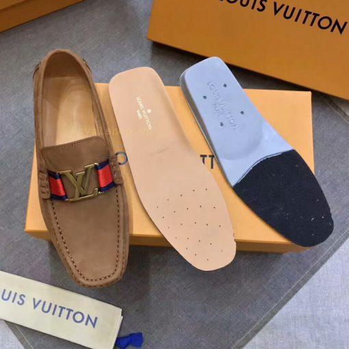 Chi tiết bên trong giày nam