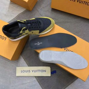 Chi tiết bên trong giày snaeker LV