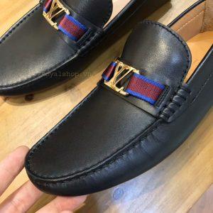 Chi tiết trên giày bệt LV