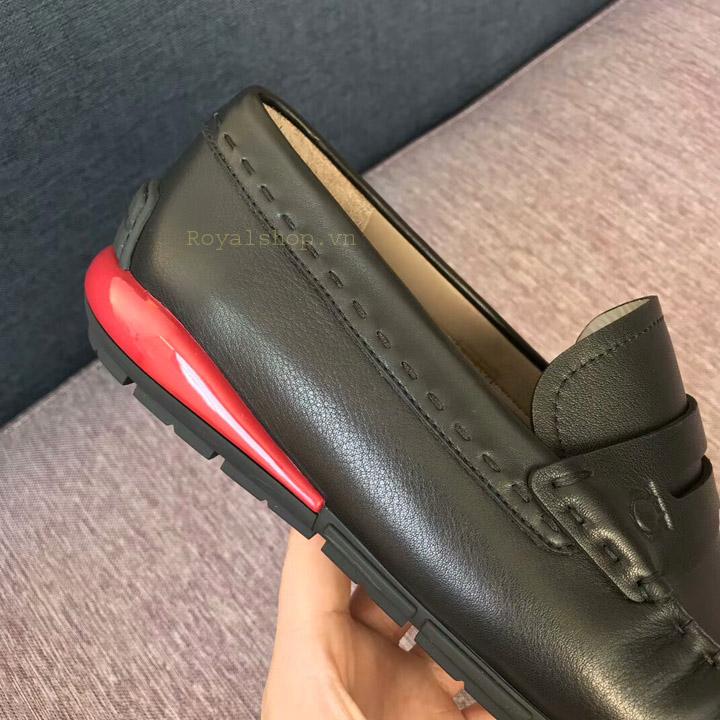 Chi tiết trên giày được làm hoàn chỉnh và tỉ mỉ
