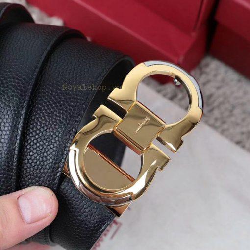 Mặt khóa số 8 được khắc rõ nét tên thương hiệu Ferragamo