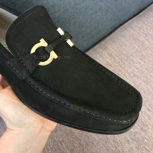 Mũi giày và mặt khóa