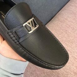 Mũi giày và mặt khóa LV