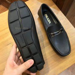 Phần đế của giày bệt nam Prada 5799