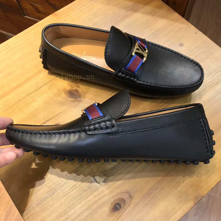 Phom giày bệt nam LV được làm hoàn thiện tỉ mỉ