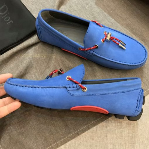 Phom giày được làm hoàn chỉnh từng chi tiết nhỏ