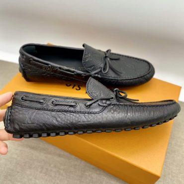 Phom giày được hoàn thiện tỉ mỉ