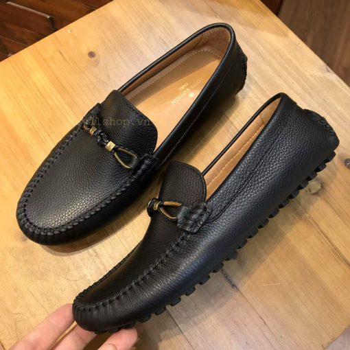 Phom giày được làm hoàn thiện tỉ mỉ