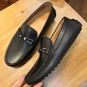 Phom giày được làm hoàn thiện từng chi tiết