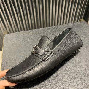 Phom giày được làm hoàn thiện và tỉ mỉ