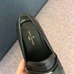 Tên thương hiệu được in trên miếng lót giày