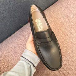 Trên tay giày Salvatore Ferragamo nam siêu cấp 8127