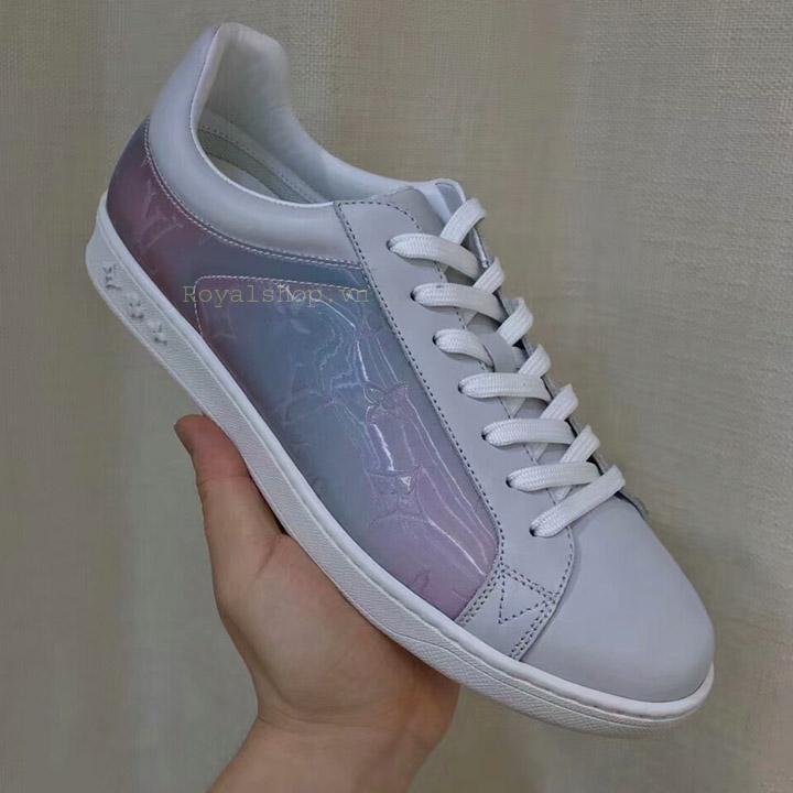 Trên tay giày Sneaker nam LV siêu cấp