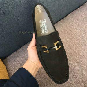 Trên tay giày nam Ferragamo công sở FEGN8125
