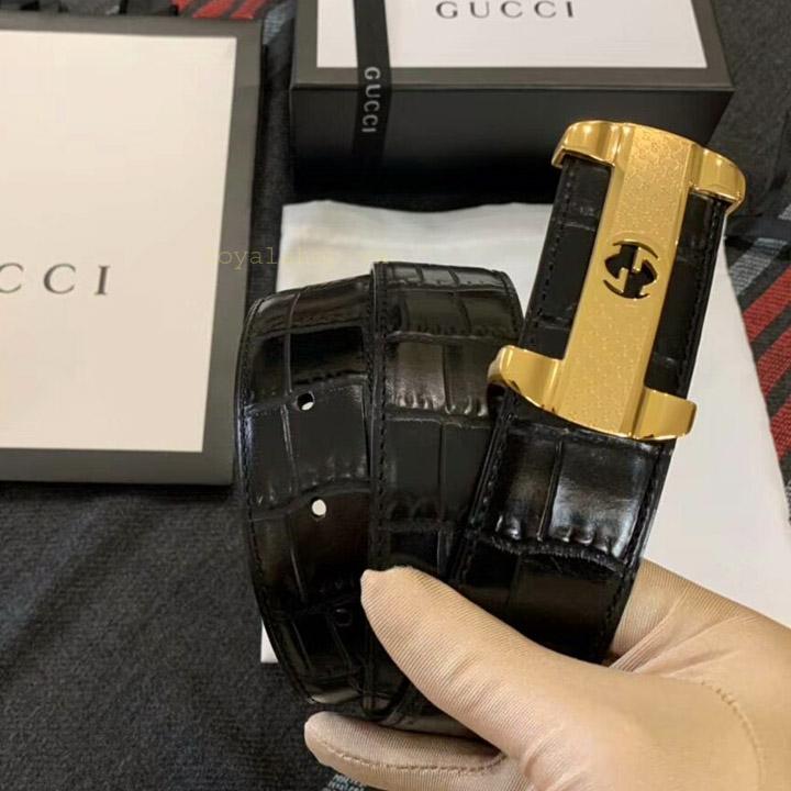 Trên tay thắt lưng nam Gucci 5801