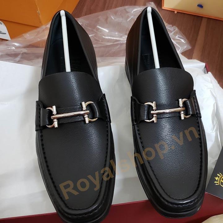 Giày Salvatore Ferragamo có giá bao nhiêu