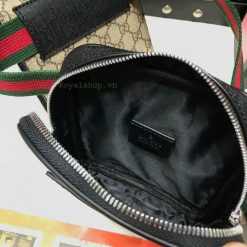 Bên trong túi có khóa kéo