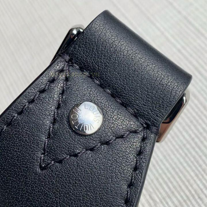 Các chi tiết trên túi được làm hoàn chỉnh