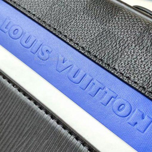 Các chi tiết trên túi nam được làm tinh xảo và khéo léo