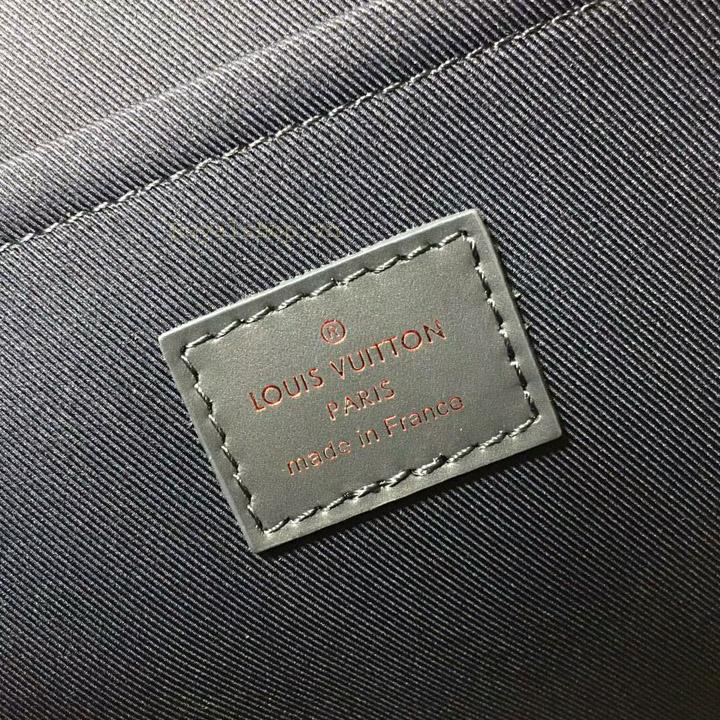 Thông tin và tên thương hiệu được in gọn gàng trên tem da