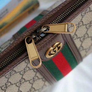 Khóa kéo túi được khắc tên thương hiệu sắc nét