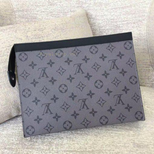 Mặt sau của túi và họa tiết Monogram