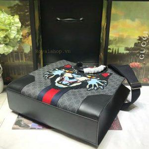 Phần đáy túi nam Gucci