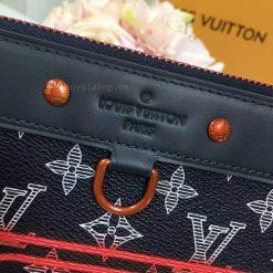 Tên thương hiệu Louis Vuitton Paris được dập chìm trên da mặt trước túi
