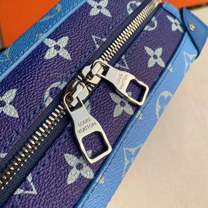 Tên thương hiệu Louis Vuitton được khắc lên mặt khóa kéo rõ nét