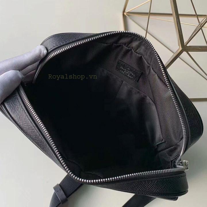Bên trong túi nam LV