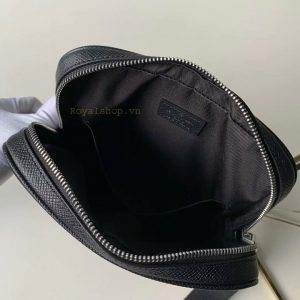 Chi tiết bên trong túi đeo chéo nam LV