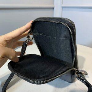 Phần bên trong túi ví LV nam