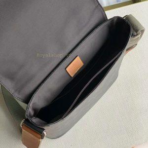 Bên trong túi nam LV 8872