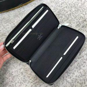 Bên trong ví và các ngăn chứa đồ
