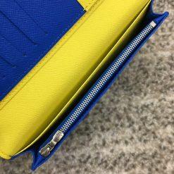 Bên trong ví có ngăn khóa kéo