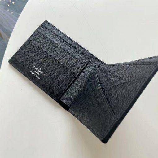 Các chi tiết trên ví ngắn được làm hoàn chỉnh