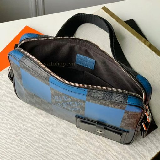 Chi tiết bên trong túi LV nam đeo chéo 8875