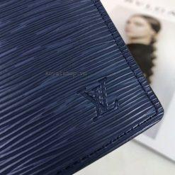 Chữ LV được dập chìm trên da Epi của ví