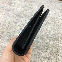 Góc của ví được làm gọn gàng