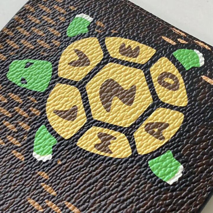 Họa tiết chữ rùa được in phun tinh xảo và đẹp mắt