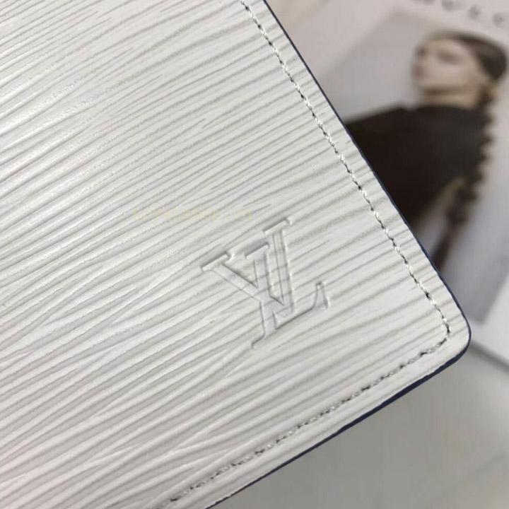Logo LV trên bóp nam dài Louis Vuitton