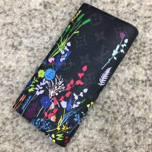 Mặt sau và họa tiết trên ví