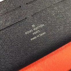 Phần chữ được gọn gàng trên da bóp