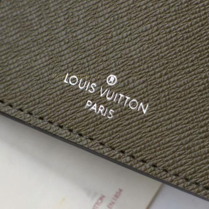 Tên thương hiệu Louis Vuitton Paris được khắc lên da ví rõ nét