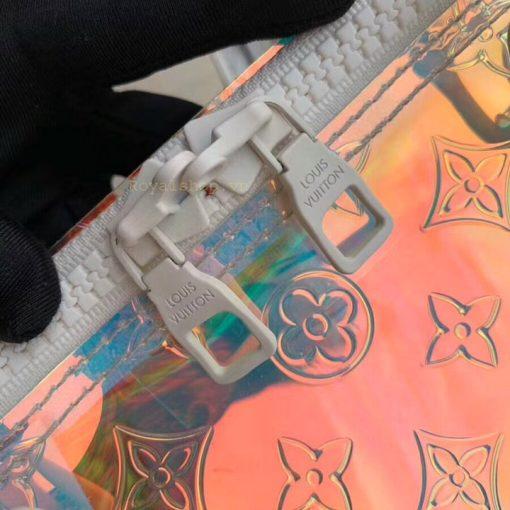 Tên thương hiệu được khắc lên mặt khóa kéo túi