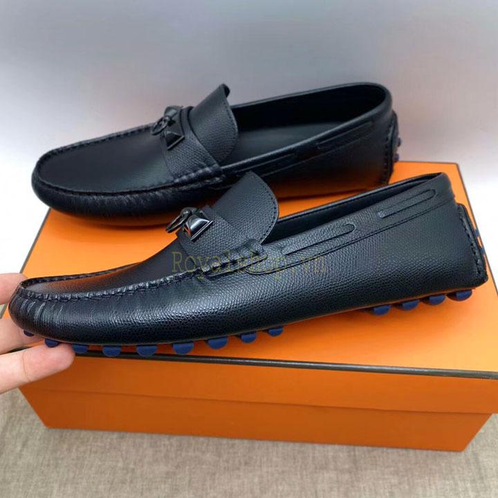 Các chi tiết giày được làm hoàn chỉnh